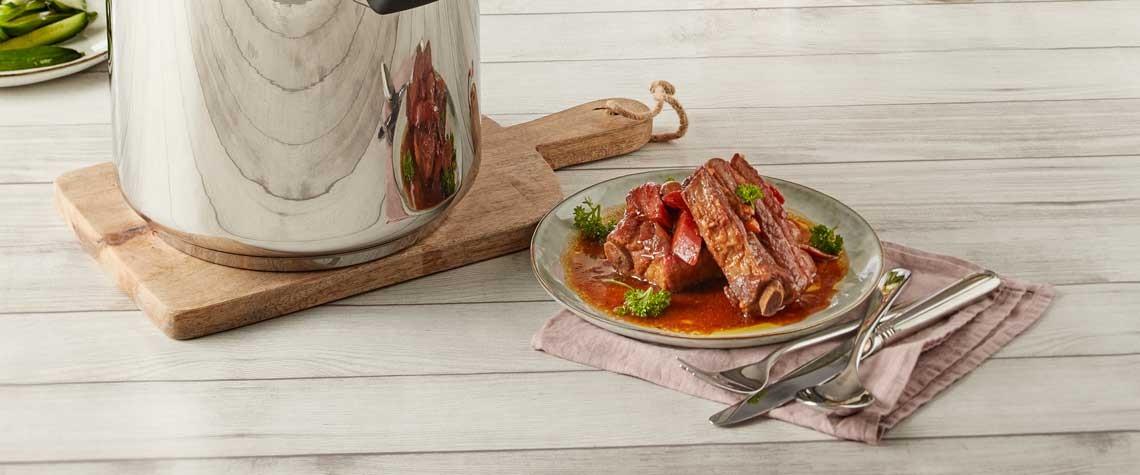 Vleesribben met gepekelde groenten in de snelkookpan van Demeyere