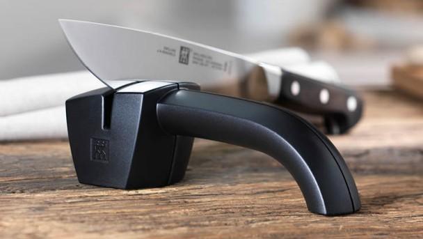 ZWILLING Messer schärfen mit Messerschärfer