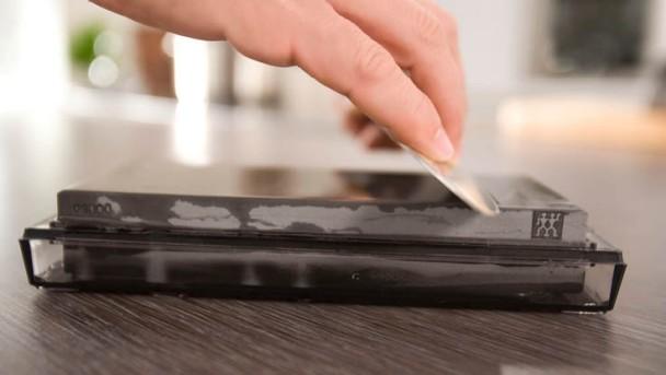 ZWILLING Messer schärfen am Wetzstein
