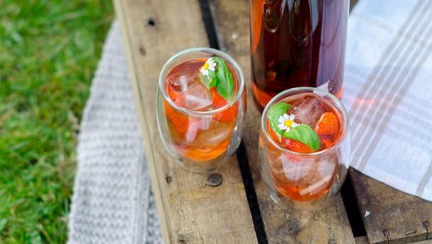 Erdbeerlimonade mit Basilikum