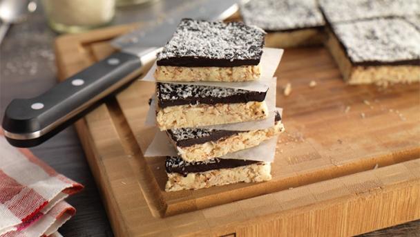 Schokoladen-Kokos-Erdnuss-Riegel