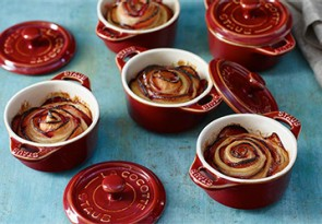 Gebackene Blätterteig-Pflaumen-Rosen