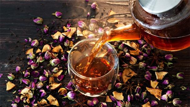 Marokkanischer Tee mit Safran