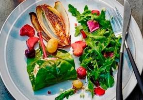 Ziegenkäse im Mangoldblatt mit Salat