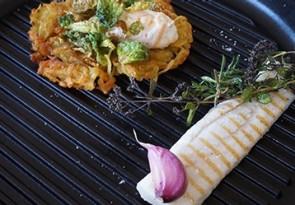 Hecht mit Aromen gegrillt Kartoffelrösti, Kürbis-Ziegenquark und knusprigen Rosenkohl