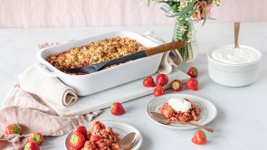Strawberry-Granola-Crisp_736x415
