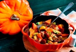 Herbstliches Gemüse-Kürbis-Curry mit Maronen und Chorizo
