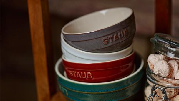 STAUB Keramik fertige Produkte in Vintage Farben