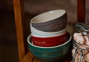 STAUB Keramik Schüsseln in Vintage Farben