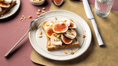 figs-and-goat-cheese-on-toas_736x415