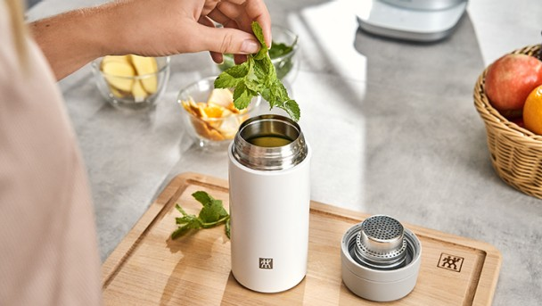 vacuum-tea-and-fruit-infuser-bottle_2_736x415