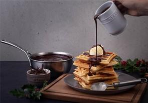 Happy_Holidays_Belgium_Brussels-Waffles_02_358x249