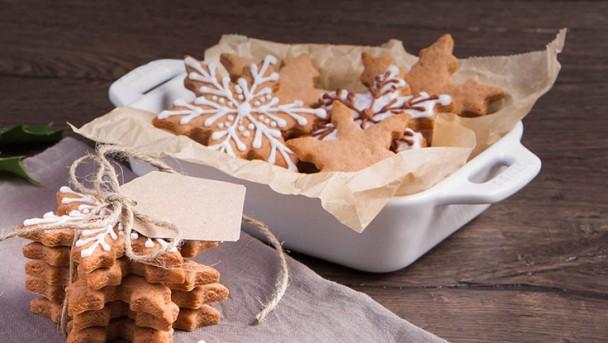 Happy_Holidays_Key_Visual_Gingerbread-Cookies_01_736x415
