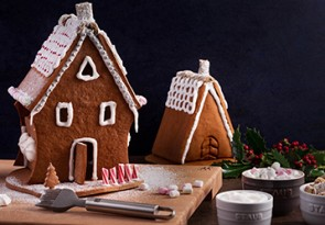 Happy_Holidays_USA_Gingerbread-House_01_358x249