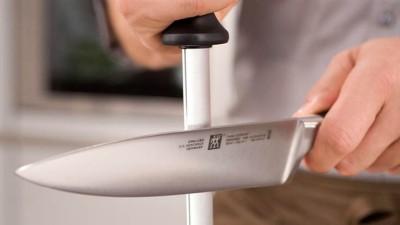 ZWILLING Messer schärfen am Wetzstahl