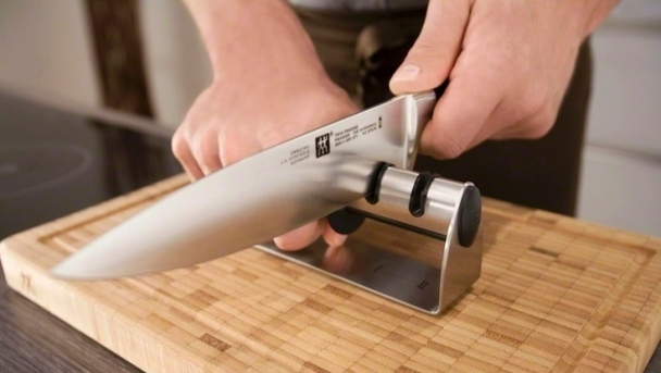 ZWILLING_Knives_Pullthrough_1_736x415px