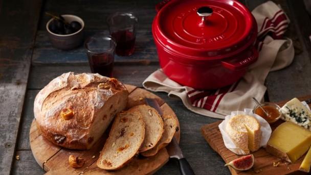 walnut-bread-with-figs-736x415