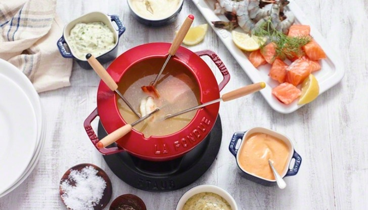Staub_cast-iron_fondue-set-red_730x415