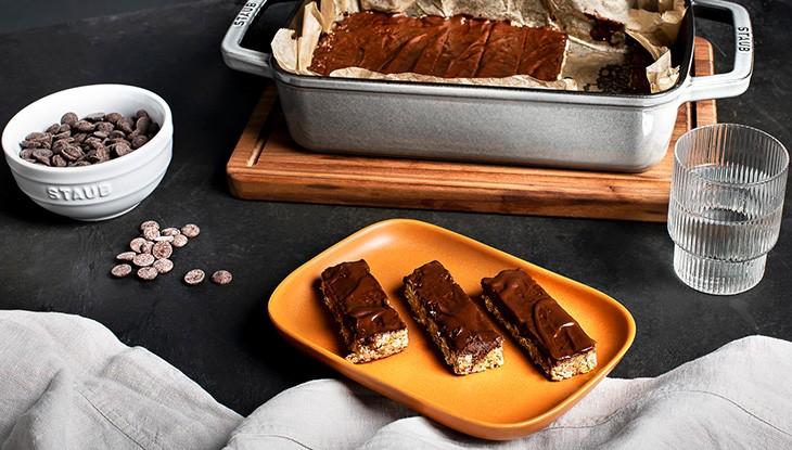 chocolate-oat-bars-recipe-730x415