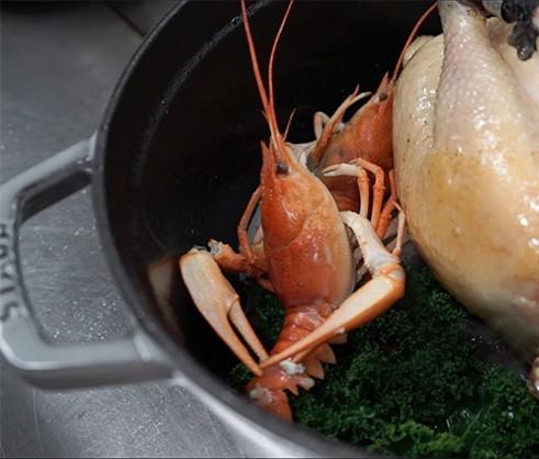 Rezept Huhn mit Flusskrebsen in STAUB Cocotte