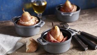 STAUB Rezept Gebackene Birne mit Parmaschinken und Roquefort-Füllung