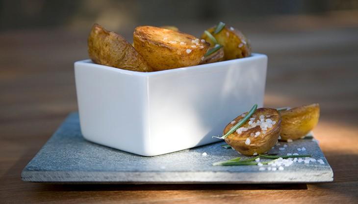 STAUB Rezept Rosmarin-Kartoffeln