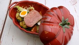"Lammrücken ""Nicoise"" STAUB Tomaten-Cocotte"