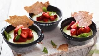 receta de cocina staub helado parfait de requeson con fresas y albahaca