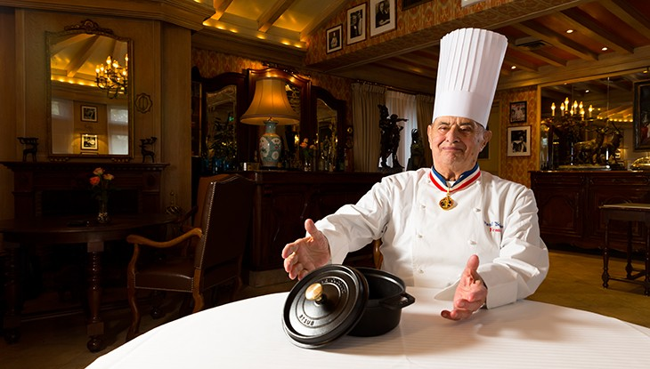 Paul Bocuse dans son restaurant