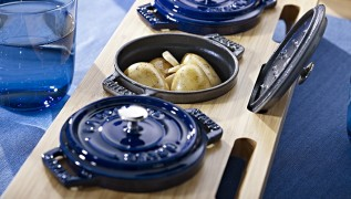 staub_accessories_stand_bamboo-stand