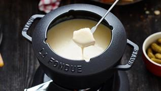 staub_cast-iron_fondue-set_2016
