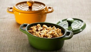 staub_ceramic_gift-giving_oval-mini-cocotte_2