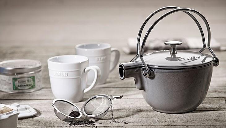 staub_cast-iron_tea-kettles_details