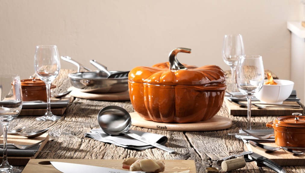 staub_cast-iron_pumkin_set-table_lifestyle_1013_576