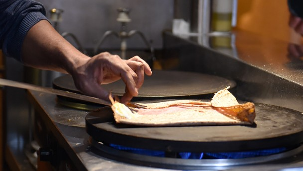 CW_France_Culinary_tip_Creperie_des_Arts_2_736x415