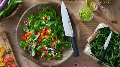 Zwilling_culinaryworld_tomatol-salad-with-basil-vinaigrette