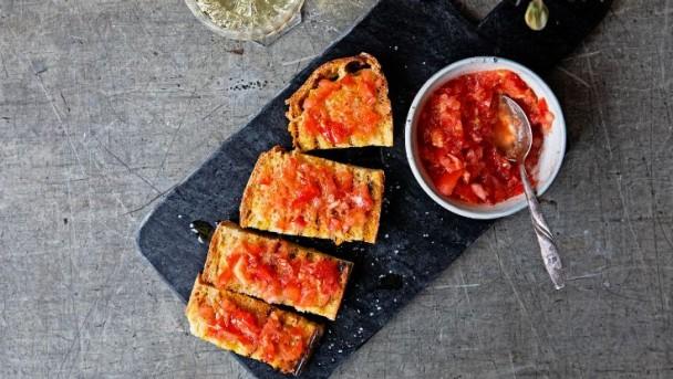 catalan-tomato-and-garlic-bread-736x415