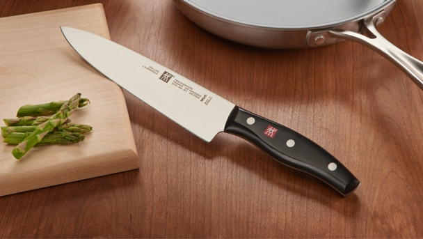 zwilling_cutlery_twinsignature_lifestyle_736_415