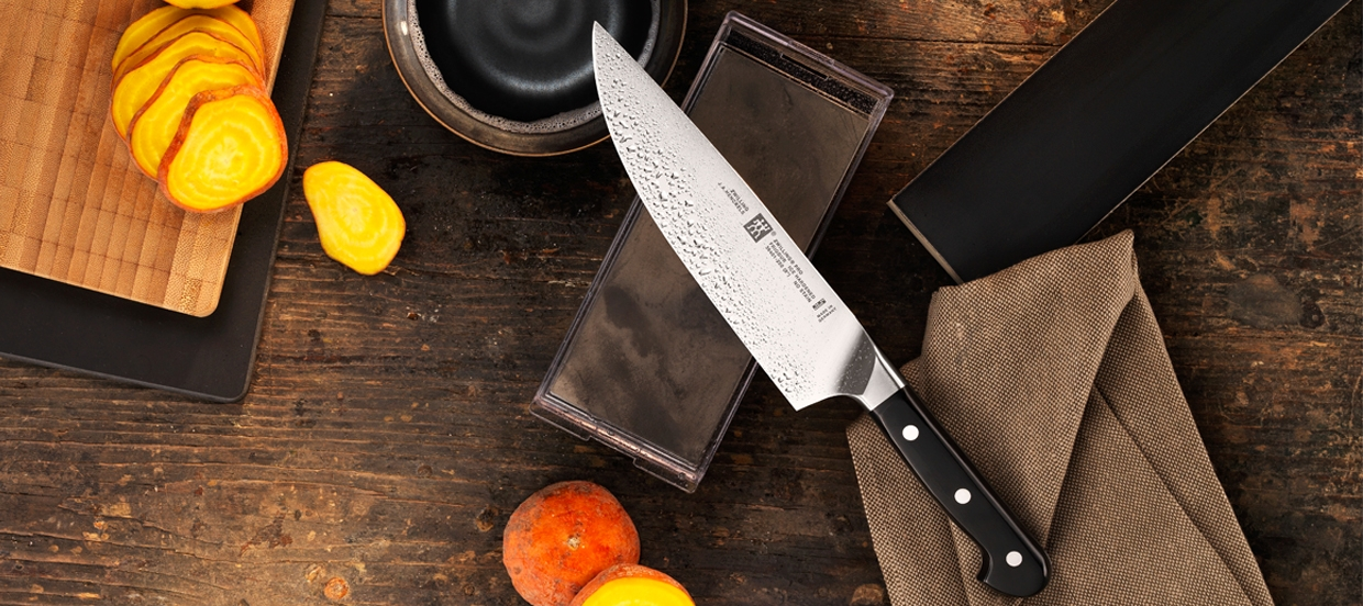 zwilling_cutlery_pro_8in-chef_lifestyle_1240_588