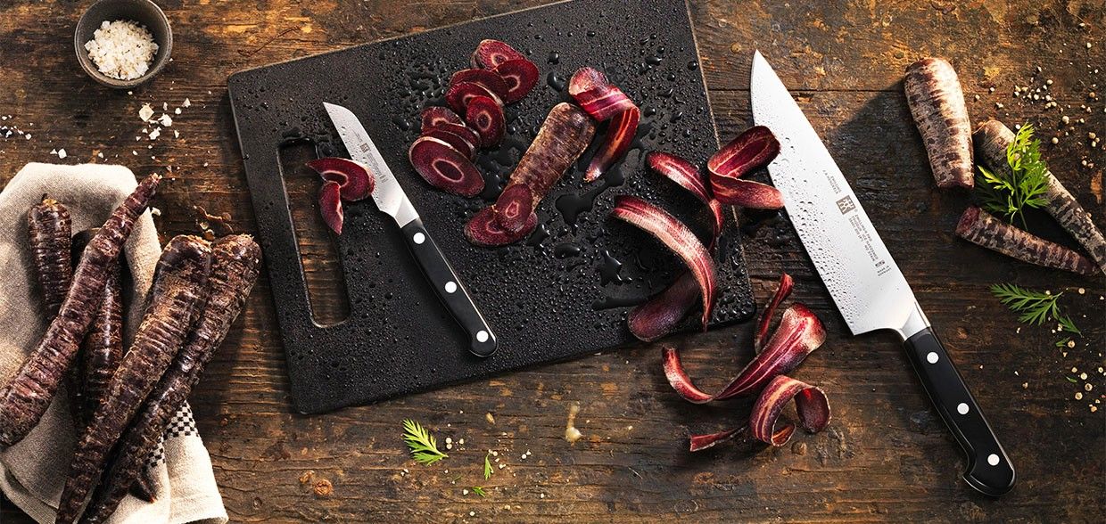 zwilling_cutlery_pro_8in-trad_chef_lifestyle_1240_588